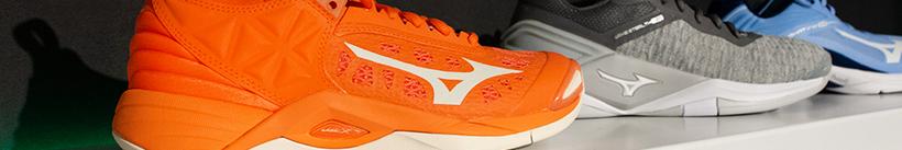 Ben jij op zoek naar indoor sportschoenen dames? Bestel dan jouw indoorschoenen dames bij Kievit Sport. Wij hebben Asics indoorschoenen en Mizuno indoorschoenen voor dames. Kortom Asics volleybalschoenen of Mizuno volleybalschoenen voor dames. Ook handbalschoenen voor dames zijn beschikbaar via onze webshop.